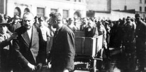8. März 1933: Bernhard Kuhnt und SPD-Stadtverordnete werden von der SA durch Chemnitz getrieben