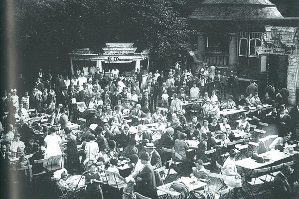 Konzertgarten mit Veranda und Musikpavillon im Jahr 1925