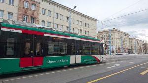 Neues Fahrzeug der ChemnitzBahn auf der neuen Linie Richtung Stadlerplatz